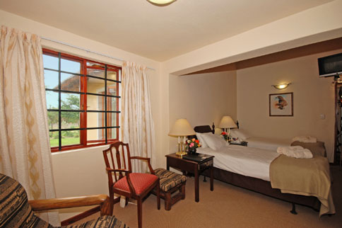 johannesburg-fourwayschartwell-hoopoe-haven-guest-house-01